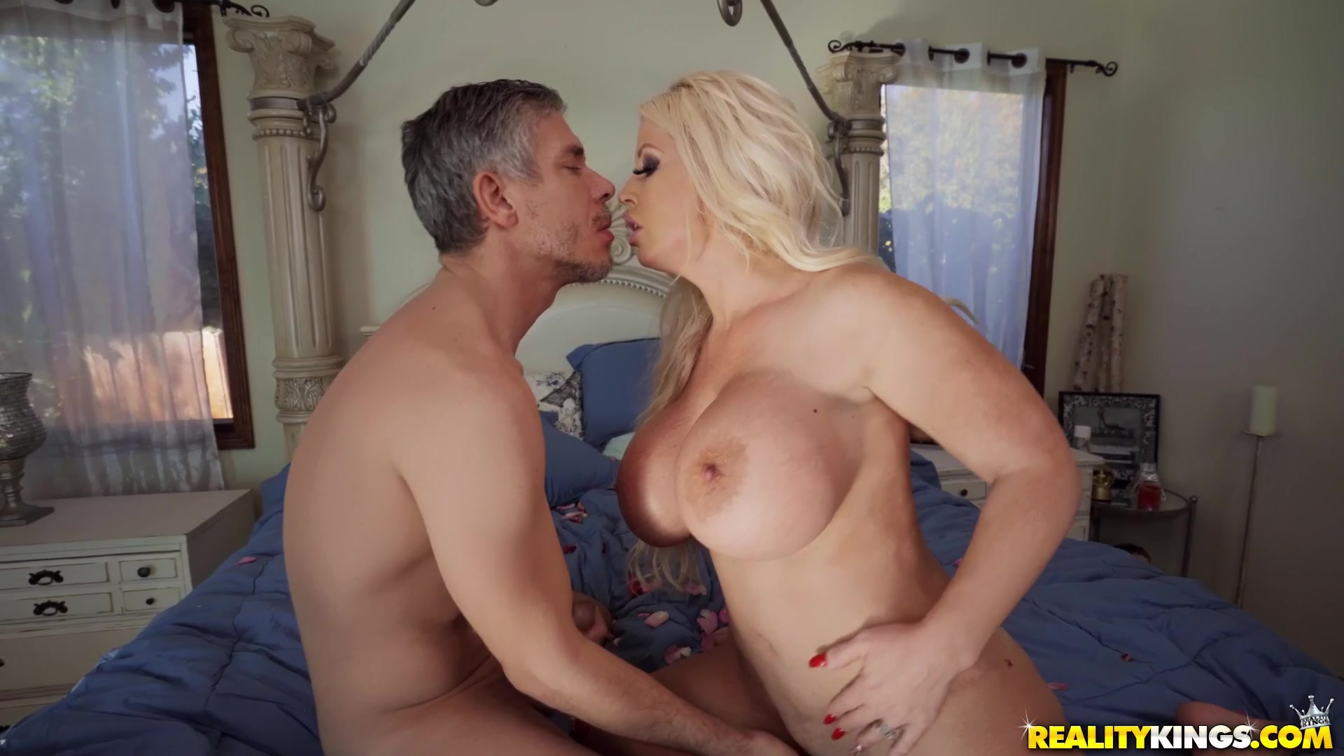 He uses his hard long dick to satisfy all her MILF holes