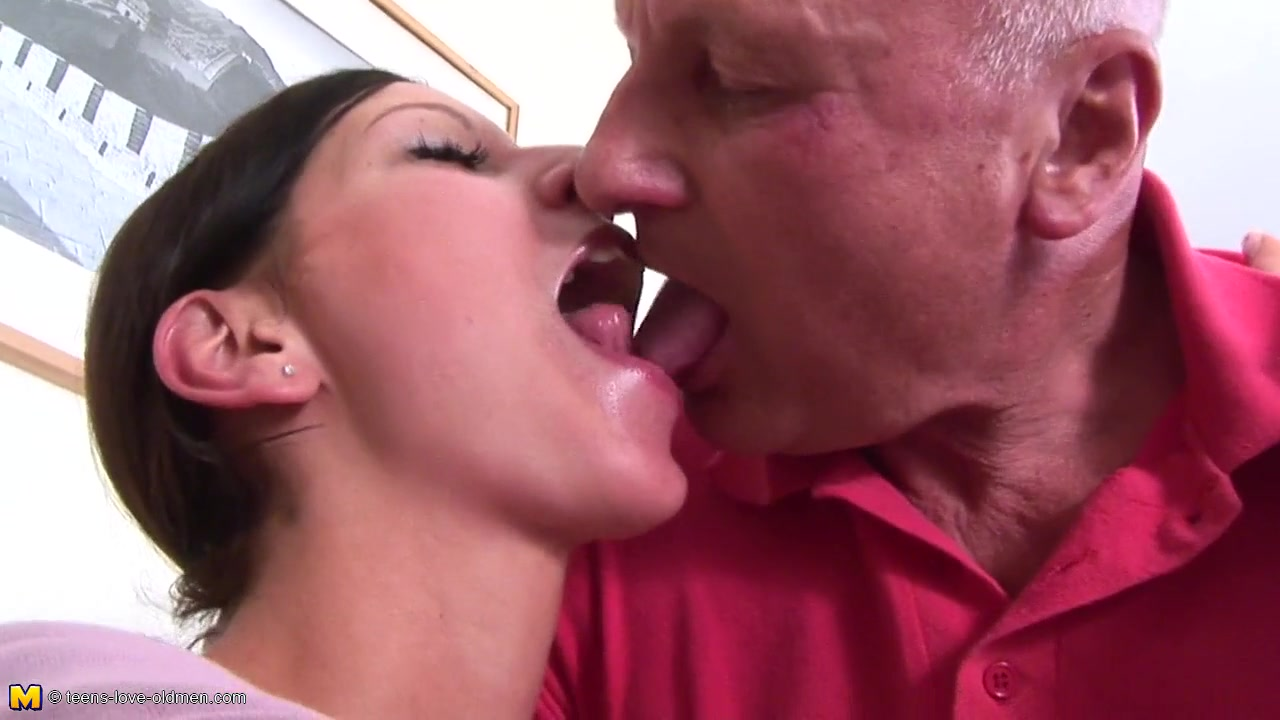 Darkhaired with deep throat licks arse